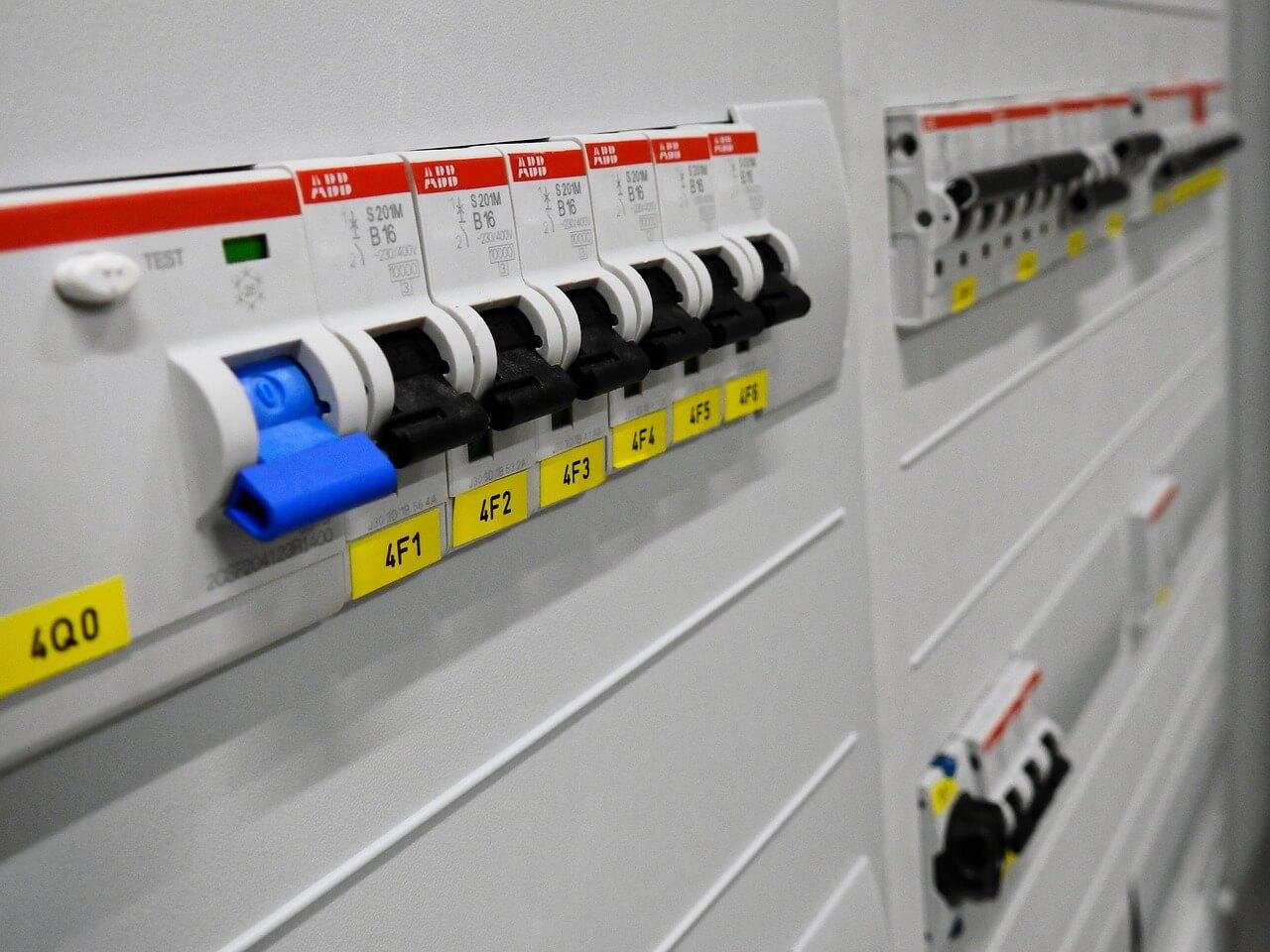 wyłącznik nadmiarowo prądowy sklep